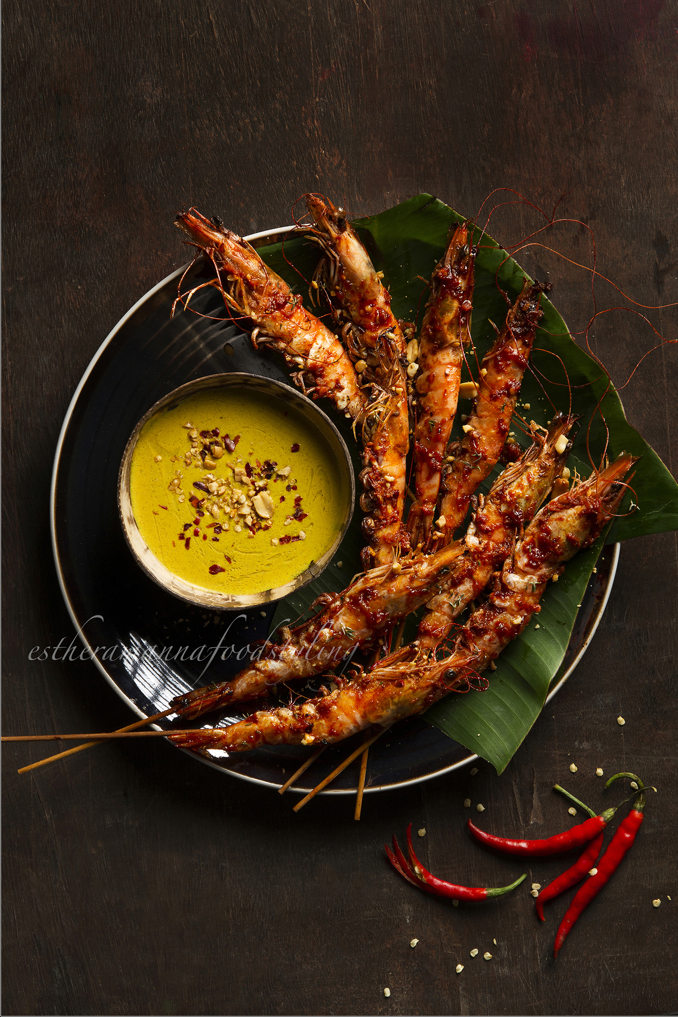 Foodstyling for a restaurant with Spicy grilled prawns and peanut sauce.